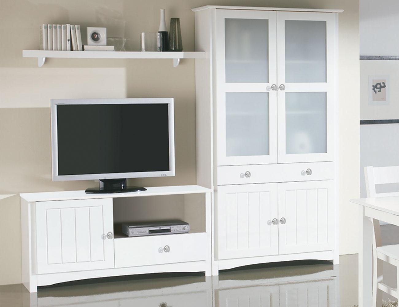 Sal n comedor con vitrina y mueble tv en madera color for Mueble salon lacado blanco