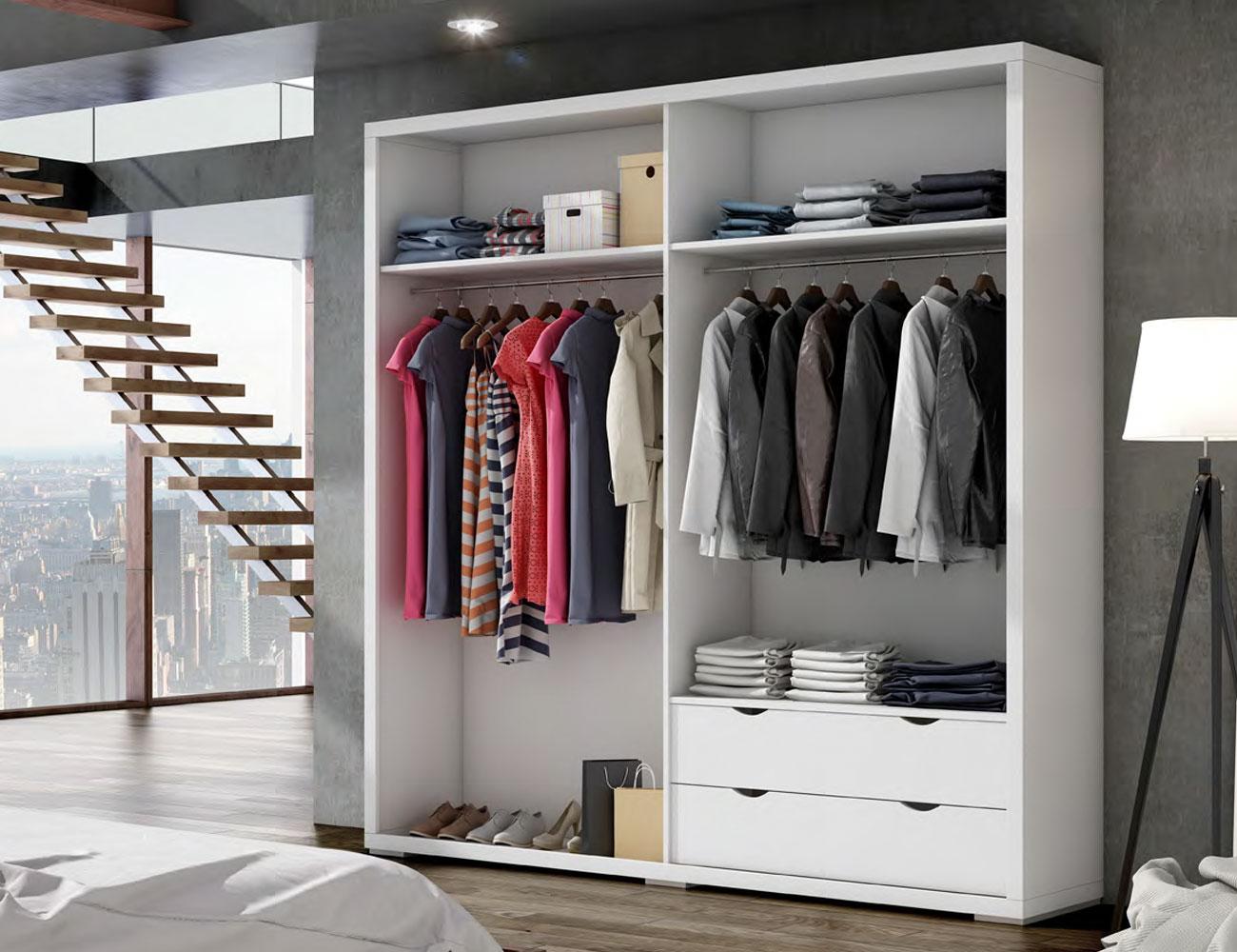 Detalle interior armario puertas correderas