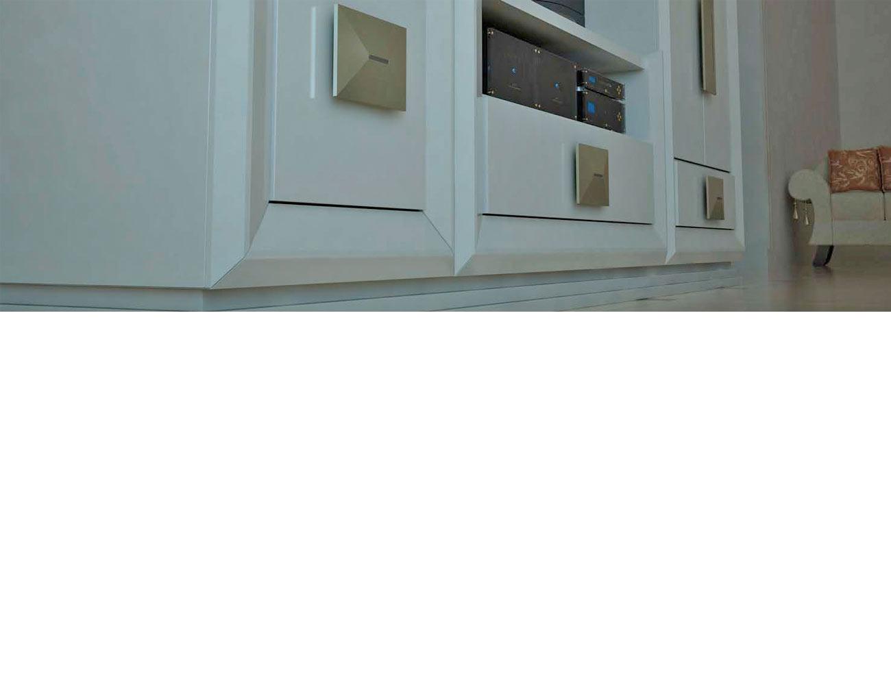 Detalle partes bajas mueble salon blanco