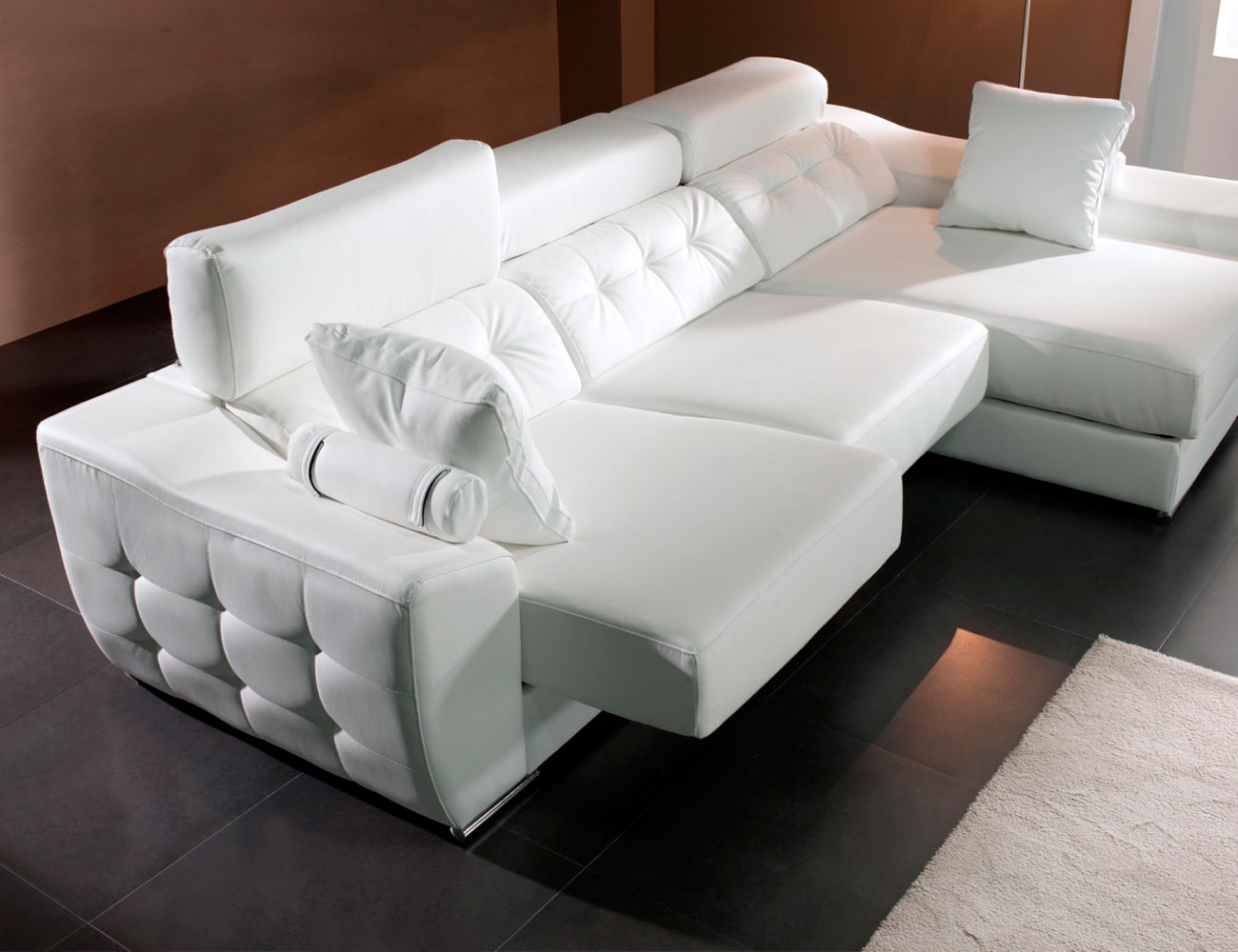 Sofa chaiselongue con capitone polipiel blanco