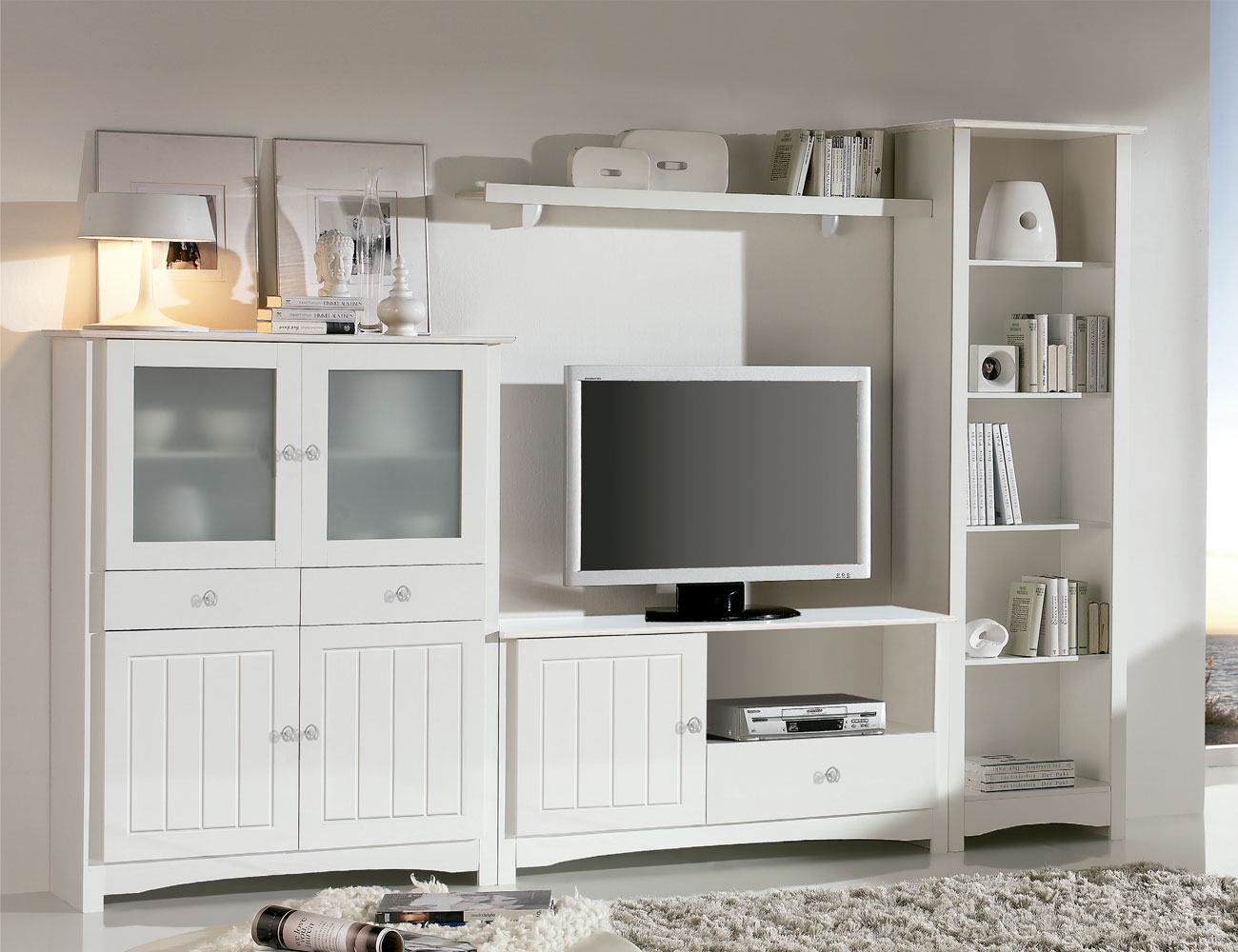 Sal n comedor con vitrina platero y mueble tv en madera for Catalogo ikea muebles salon comedor