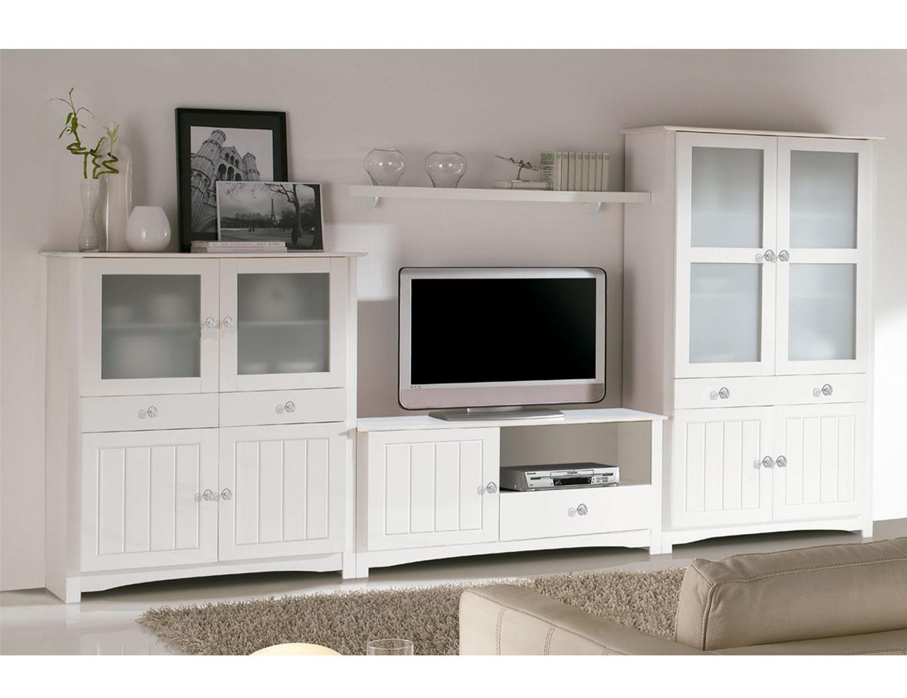 Sal n comedor con vitrina platero y mueble tv en madera for Mueble salon lacado blanco