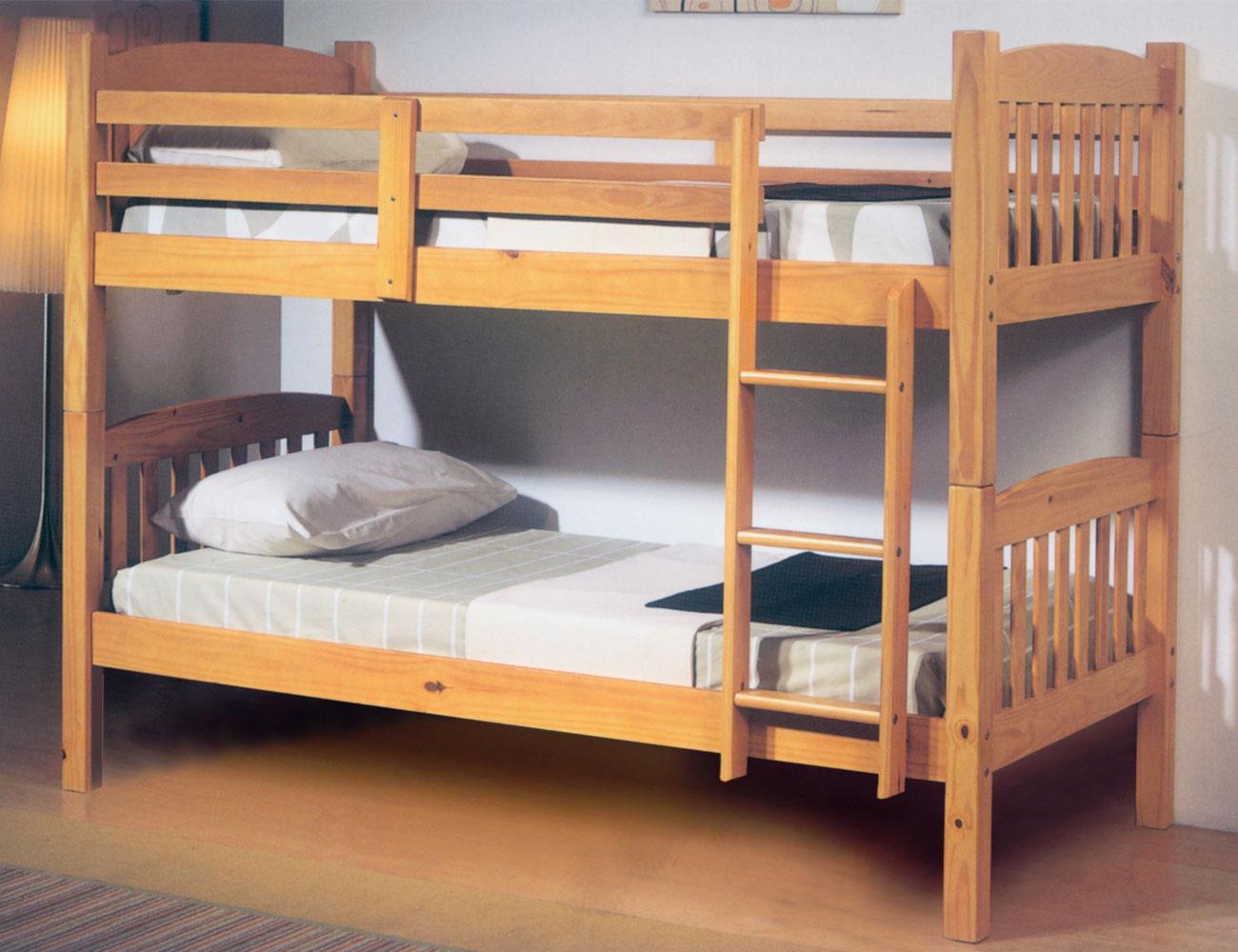 Cama litera dormitorio juvenil en madera color miel con for Literas de madera para ninos