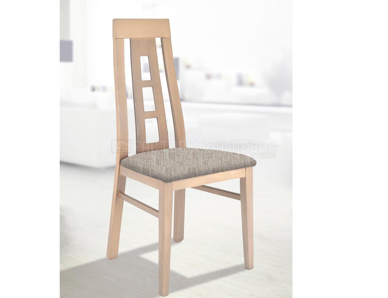 Silla de madera en color cambrian y respaldo con forma for Color cambrian muebles