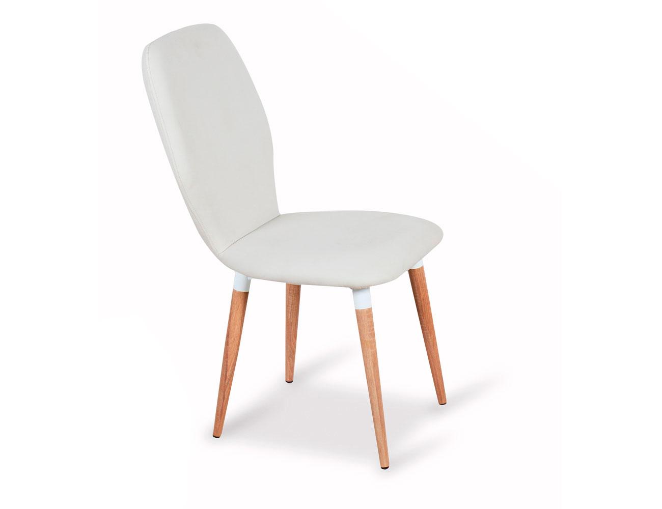 Juego de sillas tapizadas en polipiel con patas de madera for Sillas de polipiel
