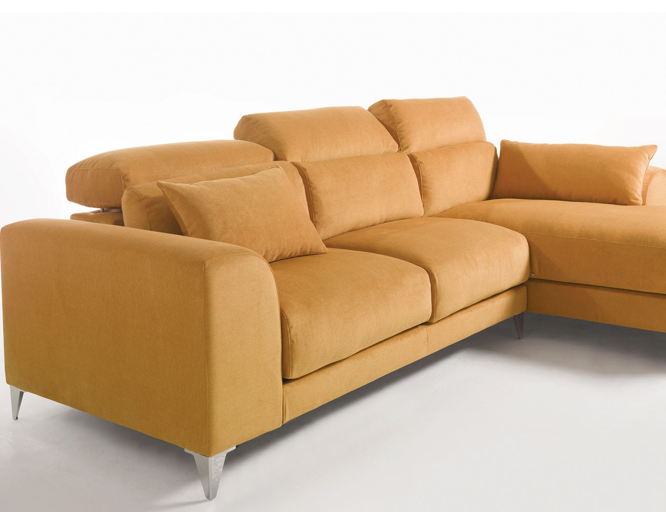 Sofa chaiselongue gran lujo decorativo patas altas amarillo 234