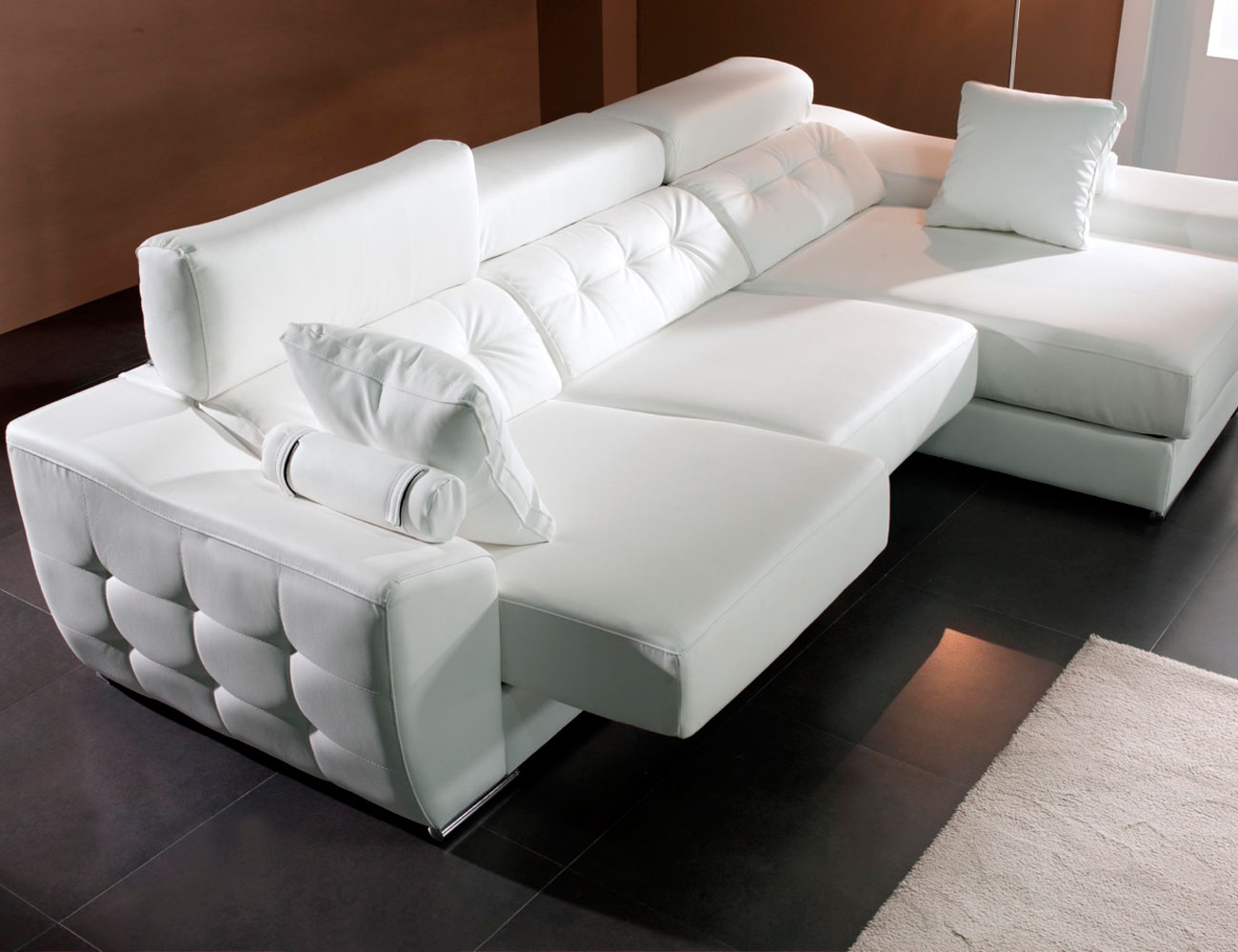 Sofa chaiselongue moderno capitone polipiel blanco